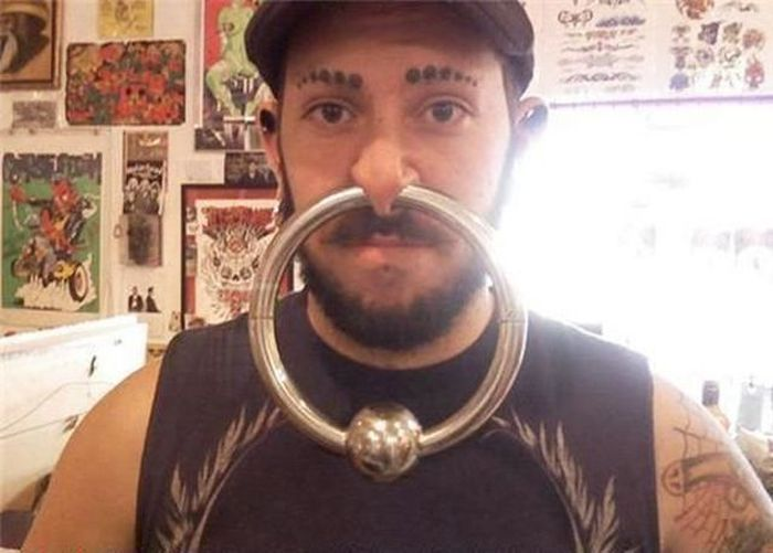 Trägt man als Mann einen Ohrring links oder rechts
